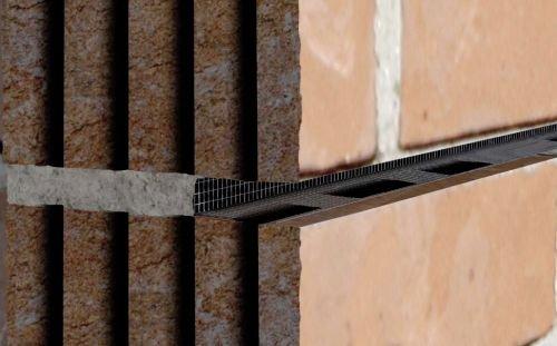 FOT. 18. Siatka ułożona w bruździe muru; fot. [18]