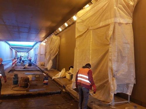 Fot. 5. Odtworzenie izolacji powłokowych po zakończonej iniekcji dylatacji ścian i płyty tunelu