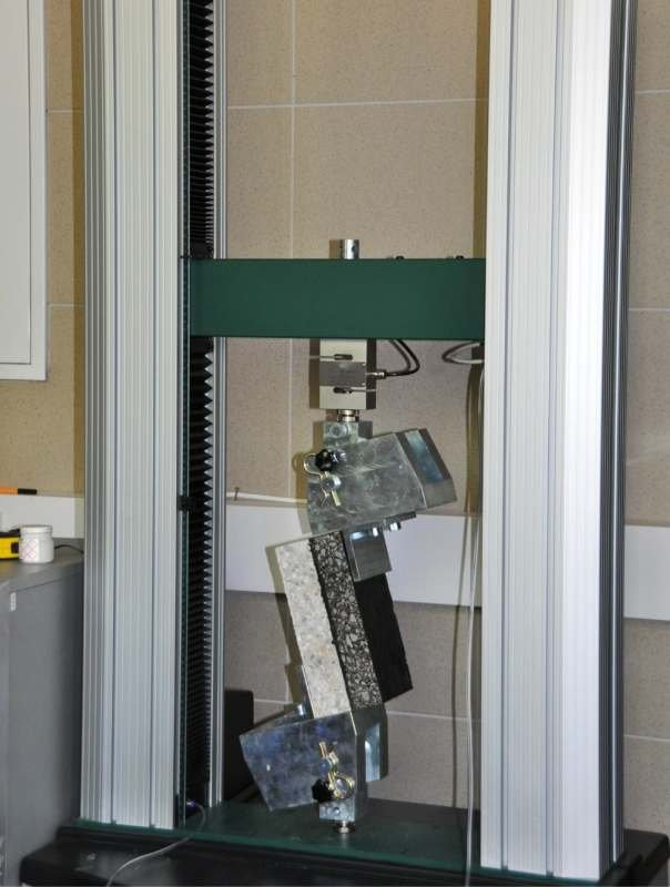 FOT. 4. Badanie ścinania według PN-EN 13653:2006 [6]; fot. archiwa autorów