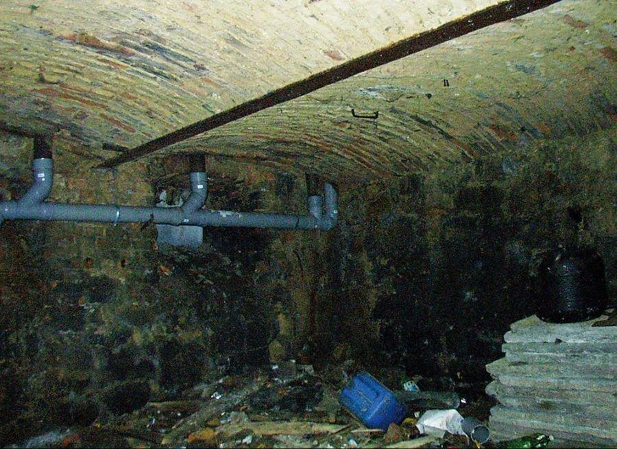 FOT. 8. Korozja belek stalowych stropu odcinkowego; fot. [7]