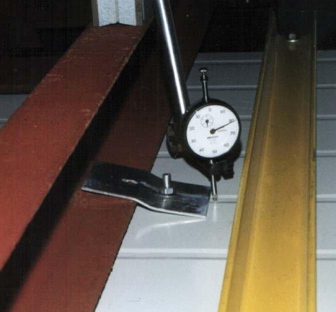 FOT. 2. Widok zaczepu z blachy w trakcie badań, połączonego śrubą zamkową w sposób niezalecany; fot. arch. autora.