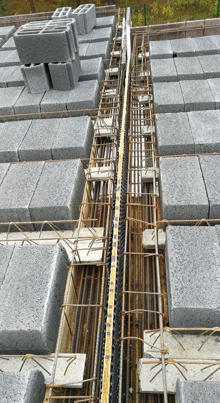 Belki stropu gęstożebrowego oparte na podciągach oddzielonych dylatacją; fot.: T. Rybarczyk