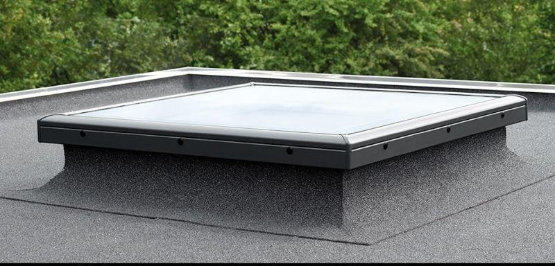 Okno prawidłowo zamontowane na dachu płaskim; fot. VELUX