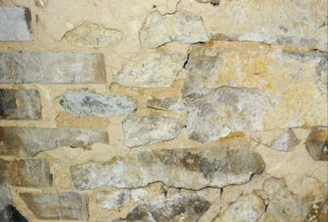 FOT. 3. Mur złożony, warstwowy z cegłą licową dziurawką; fot. archiwa autorów