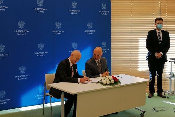 Od lewej: prezes IEO Grzegorz Wiśniewski i minister klimatu Michał Kurtyka IEO