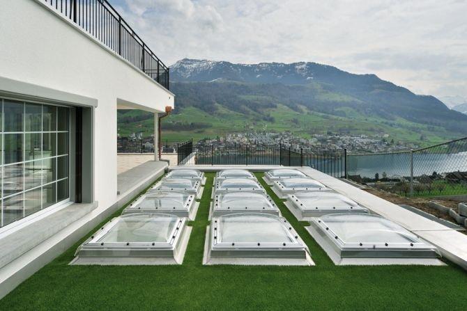 Okna do dachów płaskich pozwalają doświetlić pomieszczenia Fot. VELUX