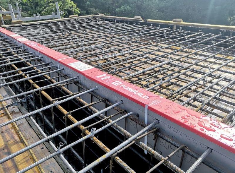 Przykład montażu łącznika balkonowego; fot.: Forbuild