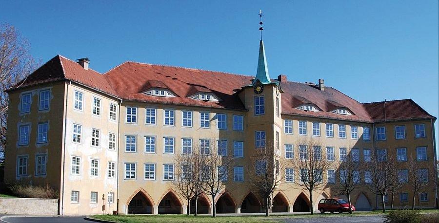 Widok elewacji frontowej budynku w Olbersdorf; fot.: [2]