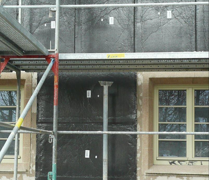 Zabudowanie izolacji próżniowej VIP na ścianie zewnętrznej -widok ogólny; fot.: autorzy