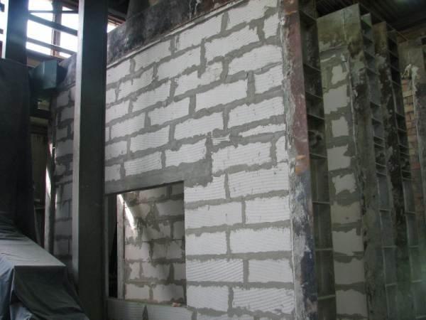 Fot. 9. Stanowisko badawcze w Zakładzie Badań Ogniowych ITB wykonane z betonu komórkowego