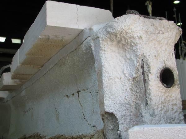 Fot. 10. Obudowa z betonu komórkowego pasa górnego dźwigara badanego w Zakładzie Badań Ogniowych ITB (zdjęcie wykonane po badaniach)