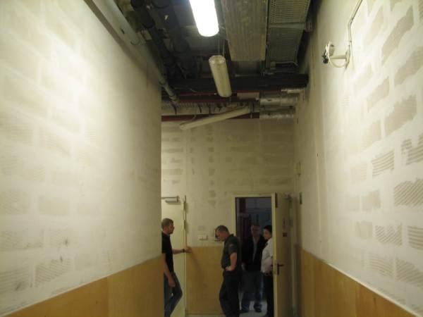 Fot. 3–5. Centrum handlowe – ściany oddzielenia przeciwpożarowego wykonane z betonu komórkowego