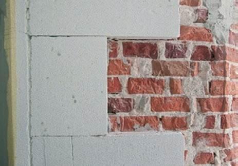 Fot. 8. Wykorzystanie bloków z betonu komórkowego do termorenowacji wieży ciśnień w Radomiu (ściany z cegły pełnej)