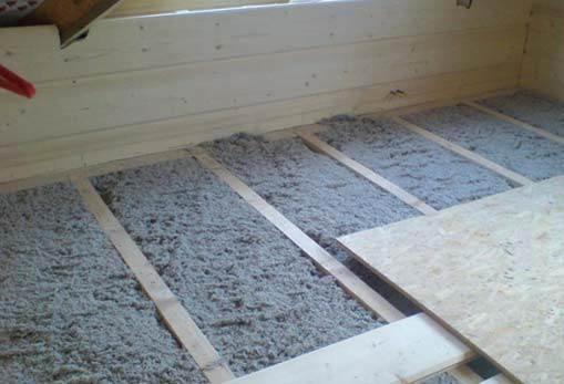 FOT. 1. Izolacja celulozowa jako warstwa izolacji stropu