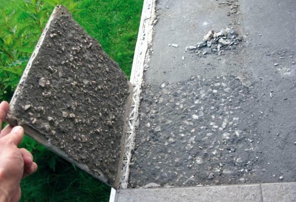 Fot. 1. Słabe podłoże może być przyczyną odspajania się płytek wraz z podłożem
