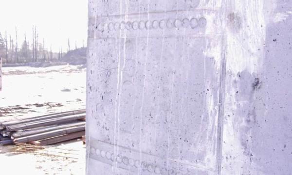 Fot. 2. Stan powierzchni betonu po rozszalowaniu. Widoczne raki i nierówności należy naprawić przed nakładaniem powłoki wodochronnej z masy KMB.