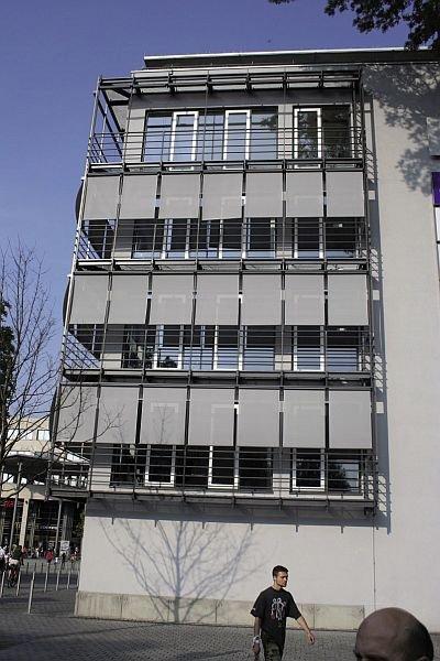 FOT. 8. Osłony przeciwsłoneczne usytuowane w dużej odległości od okien (Augsburg)