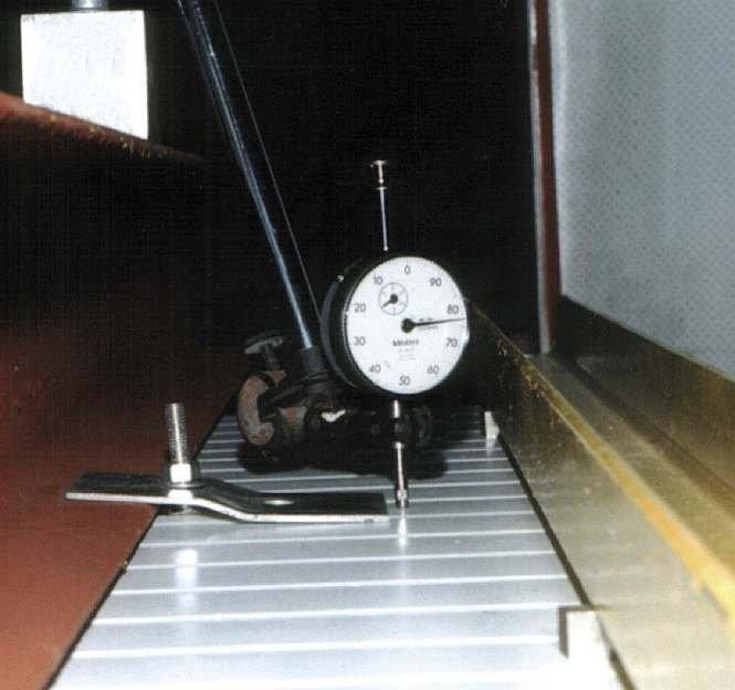FOT. 1. Widok zaczepu z blachy w trakcie badań, połączonego śrubą zamkową w sposób zalecany.