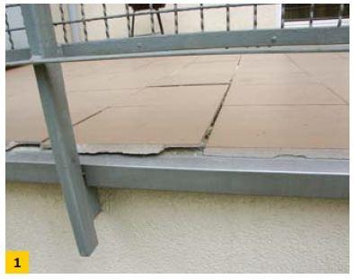 FOT. 1. Główną przyczyną uszkodzeń jest niewłaściwe zastosowanie obróbki blacharskiej okapu