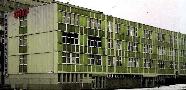 Budynek z lekką obudową z początku okresu realizacji tego typu rozwiązań