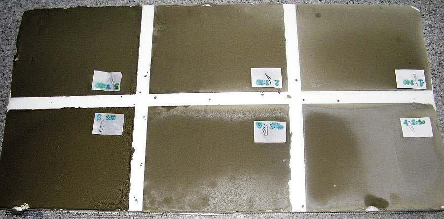 Fot. 2. Płyty styropianowe z naniesionymi próbkami kleju – eksponowane w łagodnych warunkach zimowych przez 2 dni; fot. archiwum autorów (S. Chłądzyński, K. Walusiak)