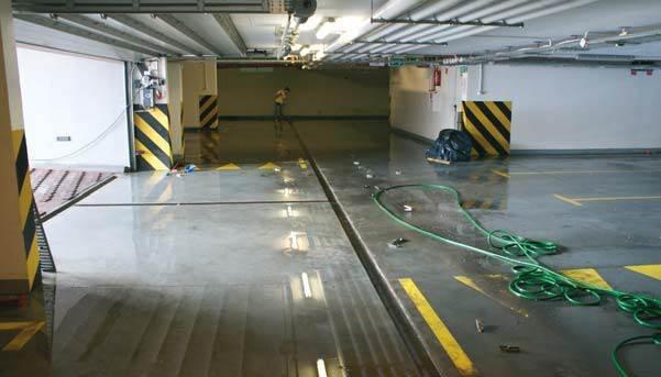 Fot. 1. Widok garażu po odpompowaniu wody