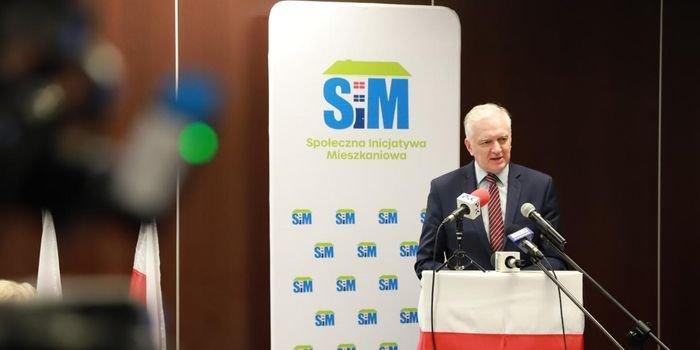 Wicepremier Jarosław Gowin podczas konferencji prasowej w Toruniu, fot. MRPiT