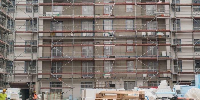 Wykonawcy w zawieszeniu – opóźnienia dostaw materiałów budowlanych, fot. SWE